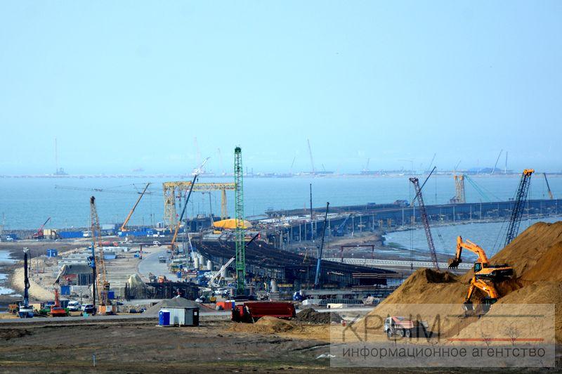 Строительству Крымского моста год