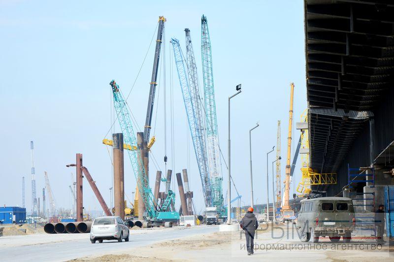 Воснование Крымского моста погружено неменее 4300 свай из 7-ми тыс.